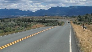 photo of the road leading to Alturas