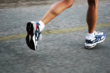 Running can lead to knee and foot pain. Acupuncture can help!